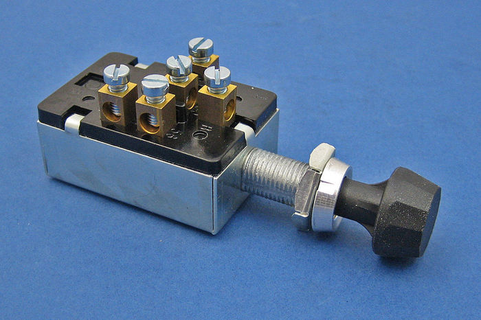 3 position push/pull heavy duty switch