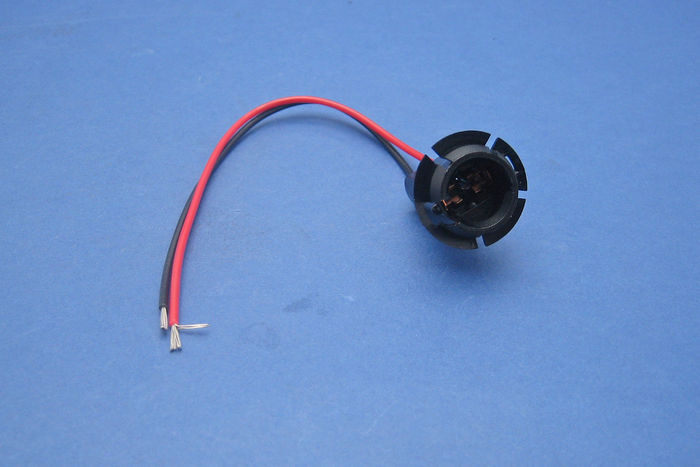 Electrical Contact With The One Lead Wire To Each Lamp Socket