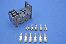 Relay socket with 3 fuses